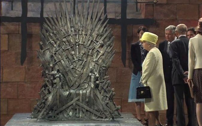 Reina Isabel II Game of Thrones set hbo