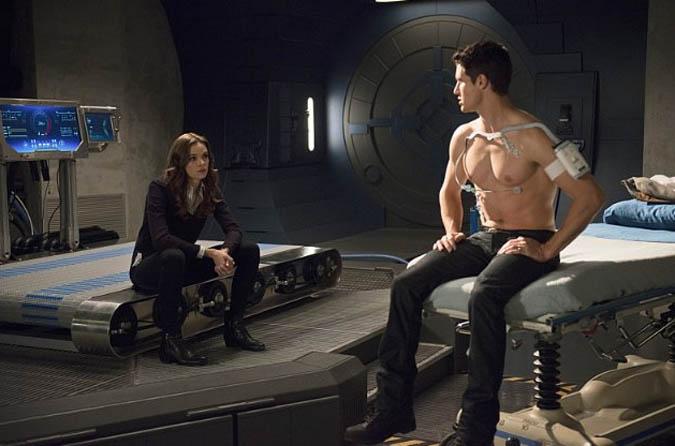 the flash temporada 1 episodio 13 ronnie caitlin