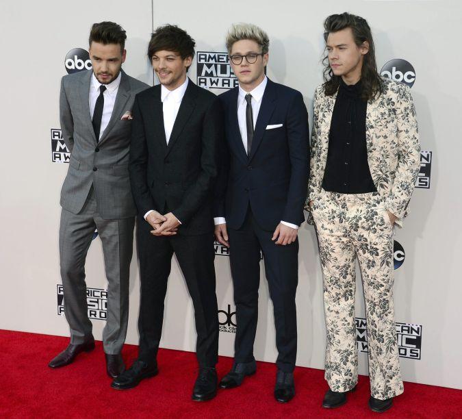 Harry Styles de 1D sorprendió con peculiar terno en los American Music Awards 2015