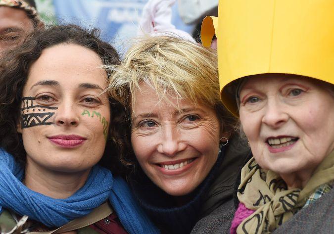 Vivienne Westwood y Emma Thompson en manifestación en Francia