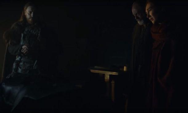 Melisandre frente al cadáver de Jon Snow en Game of Thrones