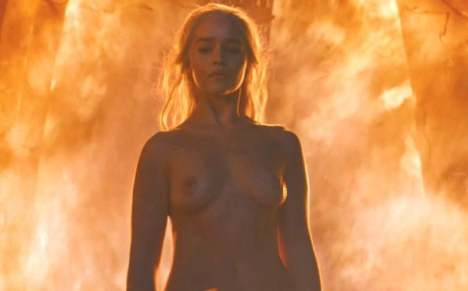 game of thrones emilia clarke desnuda daenerys fuego