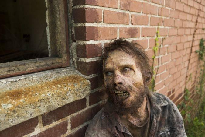the walking dead 7x02 zombi