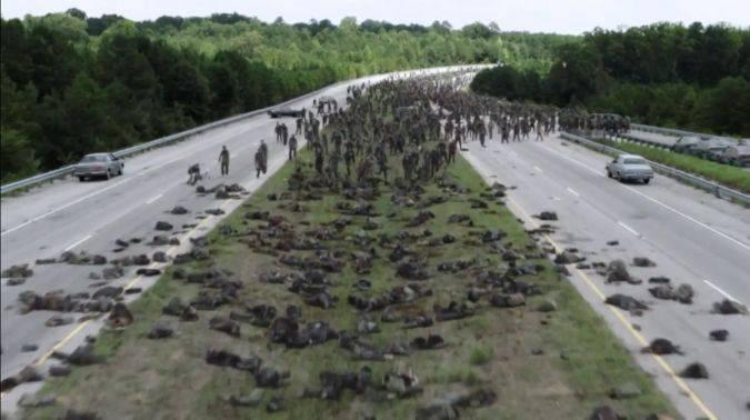 the walking dead 7x09 escena zombis rick michonne