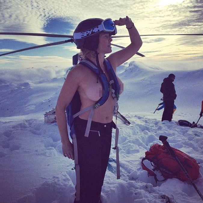 Chelsea Handler se desnuda en la ducha para